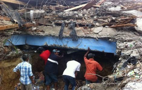 In Indonesia continuano le ricerche dei sopravvissuti dopo il terremoto