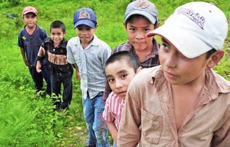 Bambini e adolescenti costretti ad emigrare