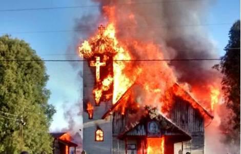 attacchi incendiari alle chiese