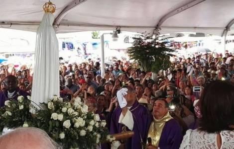 Mons. José Domingo Ulloa Mendieta, O.S.A. alla festa del Nazareno
