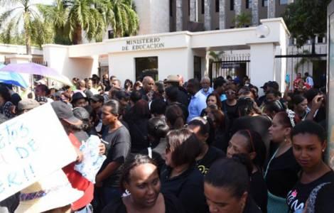 I ragazzi rischiano di perdere l'anno scolastico per gli scioperi degli insegnanti