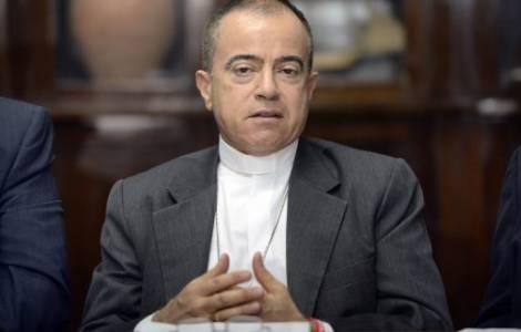 Mons. Roberto González