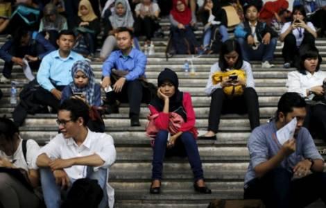 I giovani: chiave per contrastare l'islam radicale, specie sul web