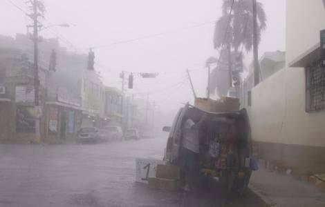 Passage de l'ouragan Irma sur une île endettée et
