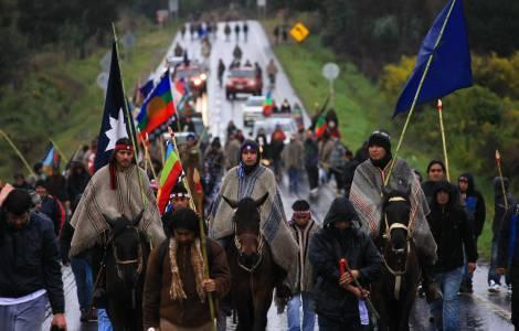Questione Mapuche: scontri e arresti della polizia davanti alla Cattedrale di Concepcion
