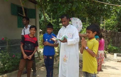 Francesco in Bangladesh ringrazia per l'aiuto ai Rohingya (che non cita mai)