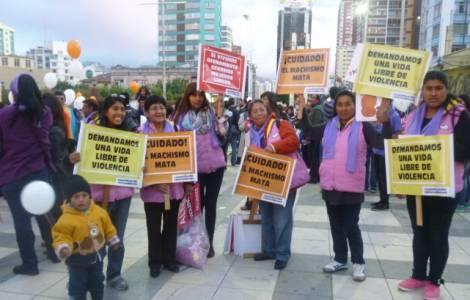 Donne in una marcia contro la violenza