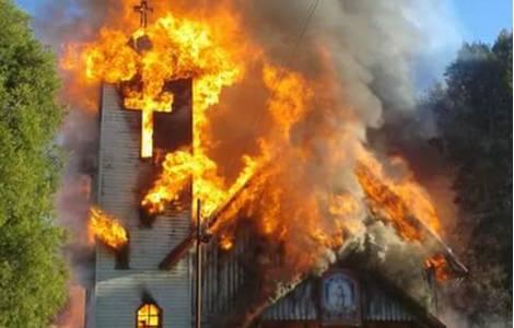 Dal mondo/Cile, bombe carta nelle chiese alla vigilia della visita del Papa