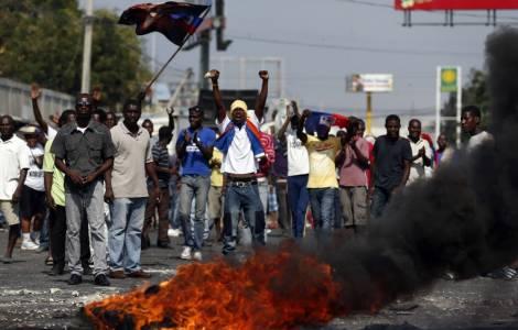 Dopo violente manifestazioni che lasciano 2 morti, ritirato l'aumento del prezzo della benzina
