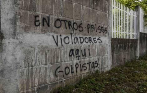Intimidazioni contro la Chiesa: scritte sulle mura della Cattedrale, disturbate le messe