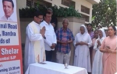 Cristianos rezando en India